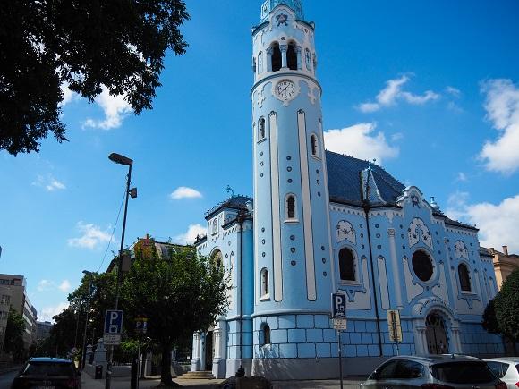 Innenstadt, Bratislava, reisen, Städtetrip, alleine reisen, alleine reisen als Frau, blaue Kirche