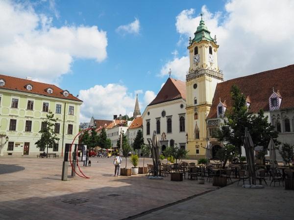 Bratislava, reisen, Städtetrip, alleine reisen, alleine reisen als Frau, Rathaus